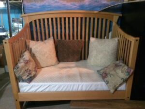 Baby Crib/ Daybed
