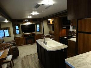 Couples 3-slide Travel Trailer with Rear Living Room Kitchener / Waterloo Kitchener Area image 6