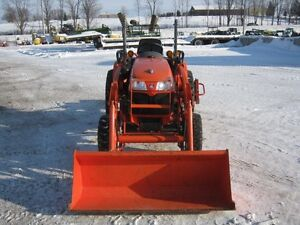 Kubota B3200 Tractor, Loader Cambridge Kitchener Area image 3