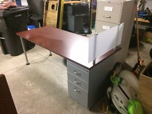 Desk for Sale (Delivery included)