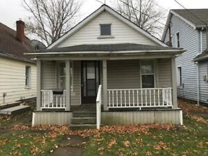 **CHARMING** 2 Bedroom Detached Home in WELLAND!!