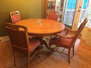 Antique cross-cut oak expanding pedestal dining room set