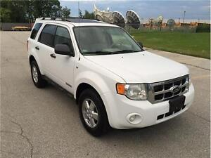 2008 FORD ESCAPE XLT*LEATHER/MOON/WHITE/NO ACCIDENTS*LOADED