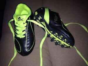Youth size 11 cleats London Ontario image 1