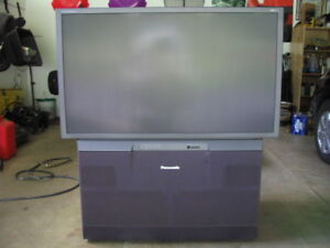 """Works Great.!  47"""" Panansonic Rear Projection HDTV With Remote"""