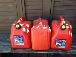 3 20L gas cans