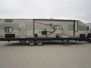 2016 30ft Luxury Edition Travel Trailer with Bunkhouse for RENT!