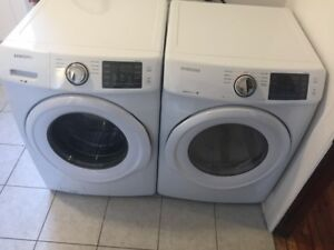 Laveuse sécheuse blanche / White washer and dryer