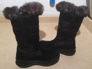 Women's Cougar Insulated Winter Boots Size 4 London Ontario image 2