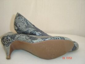 As New Ladies Size 4 Good Quality Shoes & Boots.
