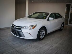 2015 Toyota Camry LE, Touch Screen, Back Up Camera, AUX/USB, Blu Edmonton Edmonton Area image 4