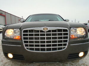 2010 Chrysler 300-3.5 V6--SPECIAL EDITION---AMAZING SHAPE IN/OUT