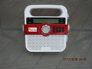 ETON,EMERGENCY RADIO,FR370,SOLAR POWERED,CHARGES ANY USB DEVICE.