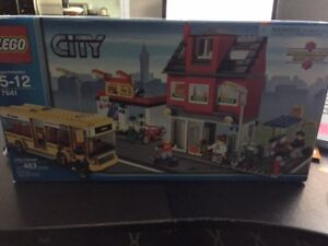 Lego City #7641 City Corner