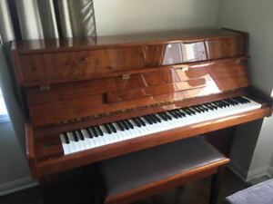 Samick Upright Piano, Gorgeous, Excellent Condition