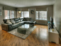 STUNNING & SPACIOUS 2 BEDROOM CONDO WITH PARKING INCLUDED!!