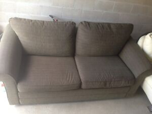 *** Green Material Couch With Pullout Bed ***