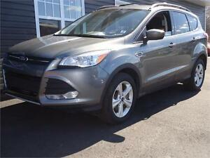 2014 Ford Escape SE, 4WD, ONLY 129KM, NICE SUV!