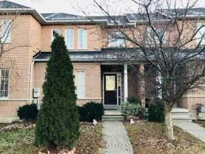 2 Bedrooms Townhouse for rent Islington and Rutherford $2000.00
