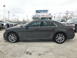 2016 Chrysler 300 AWD Panoramic Sunroof!