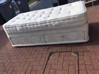 Single bed with two drawers and mattress