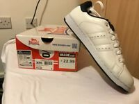 LONSDALE MENS WHITE TRAINERS SIZE 8