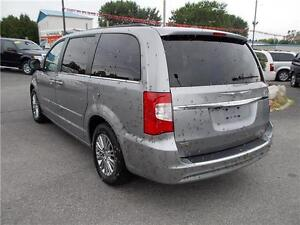 2014 Chrysler Town & Country Touring Windsor Region Ontario image 6