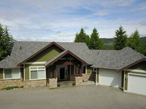 5 BED, 4 BATH, almost 4000sq ft Home just outside Osoyoos