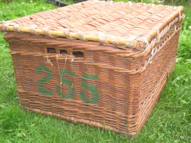 Vintage wicker hamper storage laundry theatre lidded box basket VGC