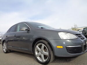2009 Volkswagen Jetta Highlin-2.5L TURBO-6 SPEED-SUNROOF-AMAZING