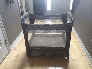 Graco pack'n play playpen with napper