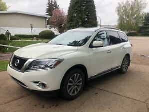 2014 NISSAN PATHFINDER WITH HITCH AND WIRING HARNESS