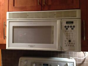Great wall mounted microwave in good condition!