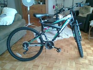 NEVER USED NEW SUPERCYCLE VICE 26' FULL SUSPENSION MOUNTAIN BIKE