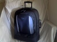 2 WHEELED ROLLER TROLLEY LUGGAGE SUITCASE TRAVEL / FLIGHT CASE IN AS-NEW CONDITION ONLY £15 ono