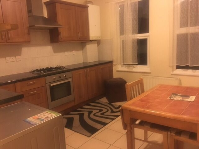 2 bed fist floor flat / leyton / Available now / 0208 514 5737