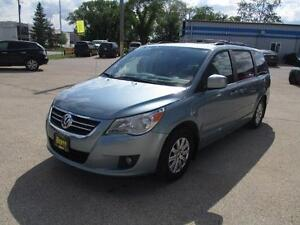 2009 VOLKSWAGEN ROUTAN ,HEATED LEATHER, SUNROOF,STOW N'GO $8,450