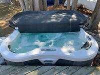 Lotus Bay 6 Person Hot Tub/Cover Included
