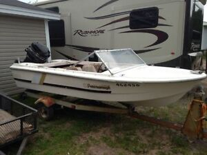REDUCED!!!   Fiberglass speed 4 seat boat with mercury motor