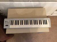 Roland PC 200 MIDI Keyboard
