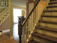 Home for sale in College Park,Oakville.Ontario 279,000