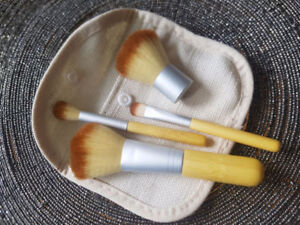 PINCEAUX A MAQUILLAGE ( 4 )BAMBOO,maquillage prix de gros