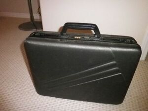 **Quality Jaguar Hard Shell Briefcase...with locks, like new.... Kingston Kingston Area image 2