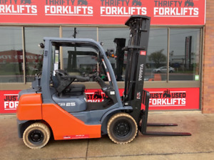 2013 TOYOTA 6M 8FG25 DELUXE SN 39806 2.5 TON 2500 KG CAPACITY LPG GAS FORKLIFT 6000MM 3 STAGE MAST   Coopers Plains Brisbane South West Preview
