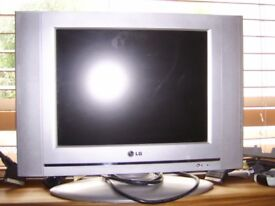 LG TV SMALL 15 INCH SCREEN WITH SONY DIGIBOX FULL WORKING ORDER HANDY FOR SMALL SPACES