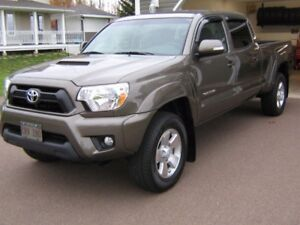 Just in time For Winter 2014 Toyota Tacoma Low Kilometres