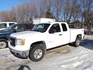 Looking for a clean GMC 2500HD 4x4? Only $15900