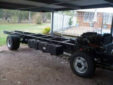 Hino Dutro 300 2015 complete rolling chassis + motor