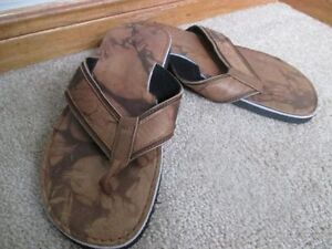 BRAND NEW LEATHER MAN SLIPPER NEVER USED CALL 519-673-9819 London Ontario image 3