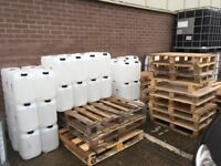 Free pallets/jerrycans for collection